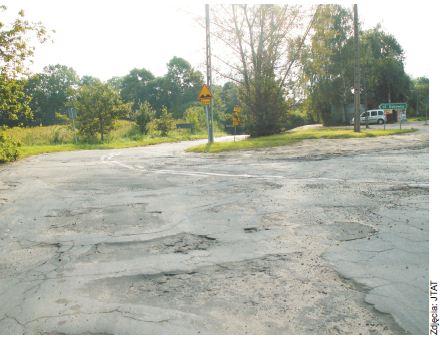 Tak wyglądają drogi w podkonstancińskich sołectwach. Nie dziwi zatem, że są one jedną z największych bolączek tych osób, które żyją na wiejskich obszarach gminy