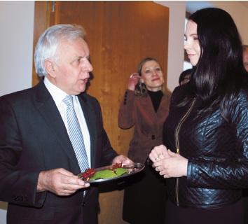 Burmistrz Kazimierz Jańczuk oraz dyrektor KDK Edyta Markiewicz-Brzozowska